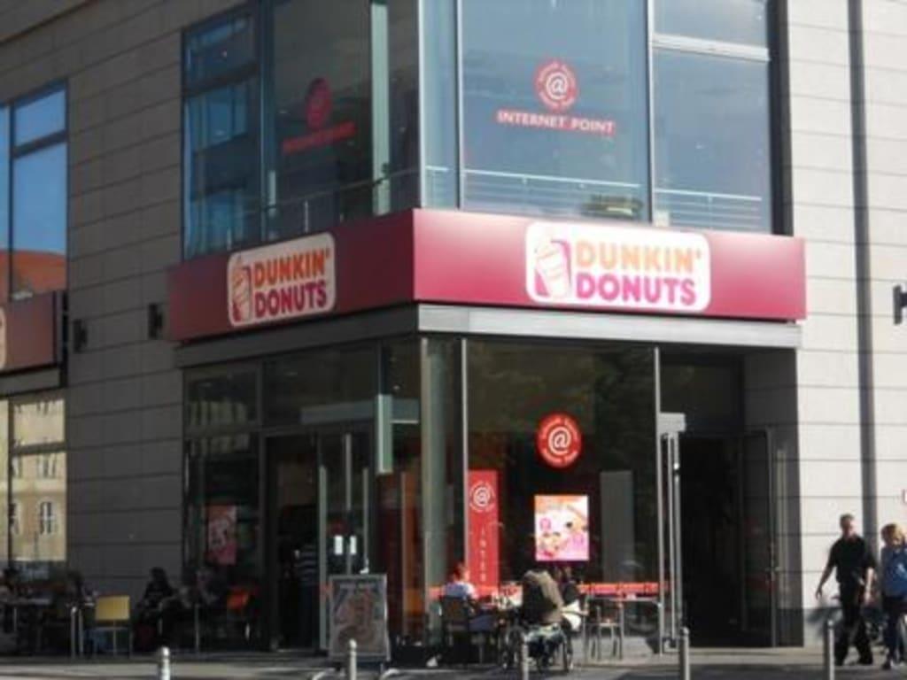 bild dunkin 39 donuts am alexanderplatz zu dunkin 39 donuts. Black Bedroom Furniture Sets. Home Design Ideas