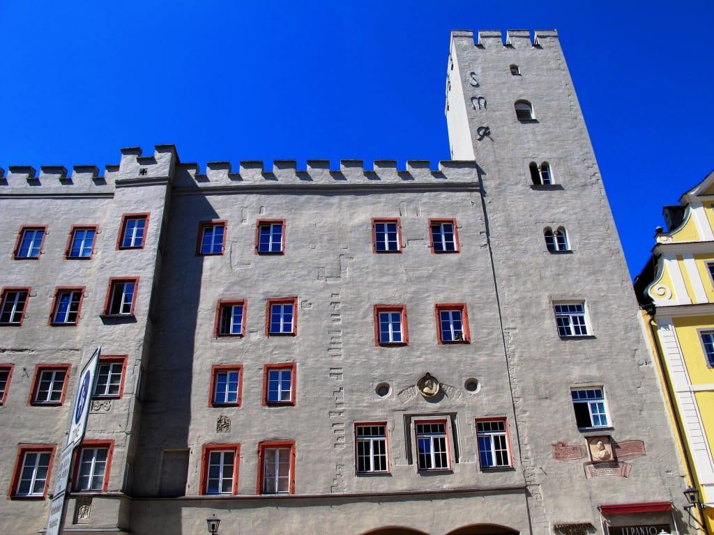 bild regensburg altstadt haidplatz goldenes kreuz zu altstadt regensburg in regensburg. Black Bedroom Furniture Sets. Home Design Ideas