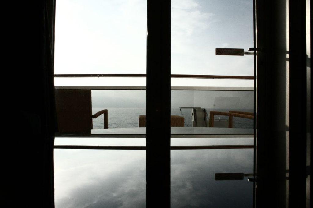 bild blick von innen nach au en zu msc fantasia in. Black Bedroom Furniture Sets. Home Design Ideas