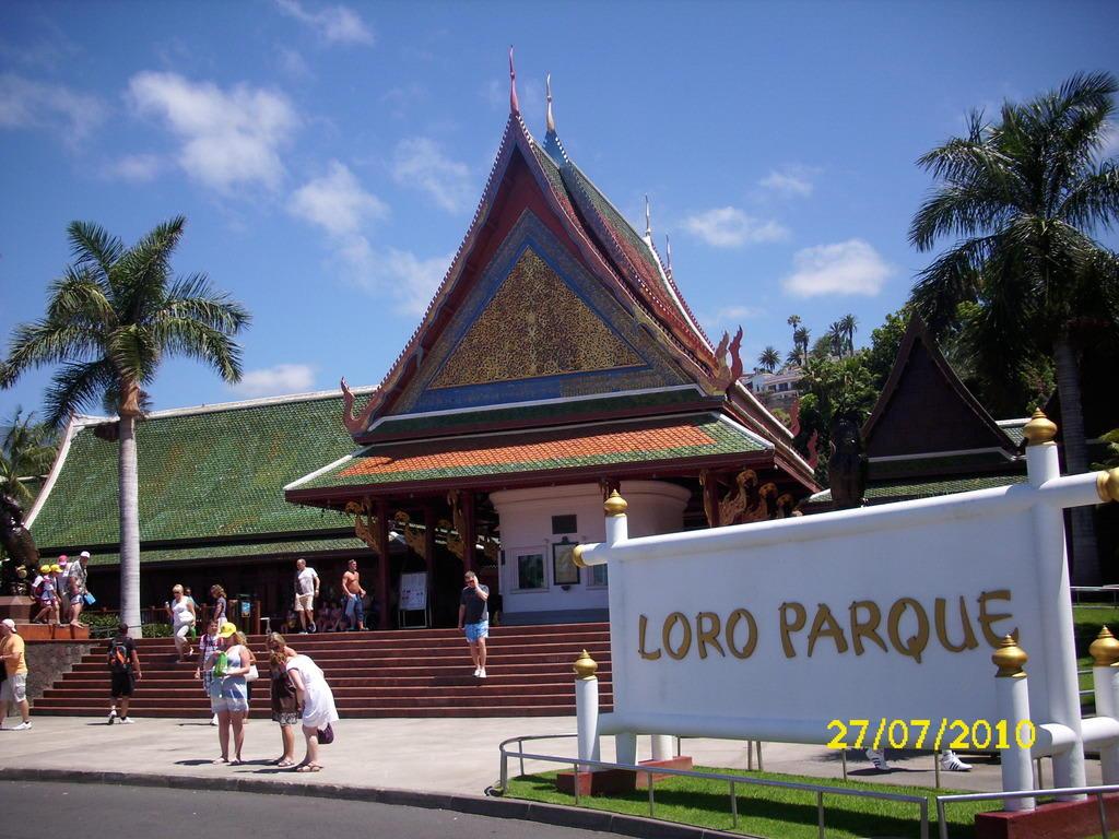 Bild loro parque eingang zu loro parque in puerto de la cruz - Loro parque puerto de la cruz ...