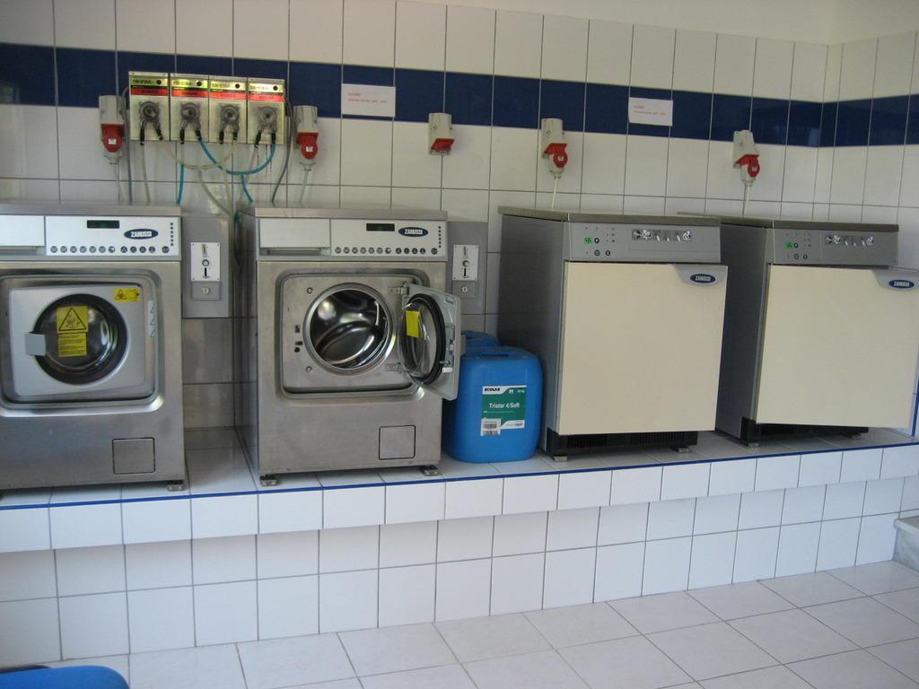 Bild quotdie waschkuche fur die gastequot zu grand hotel holiday for Waschküche m bel