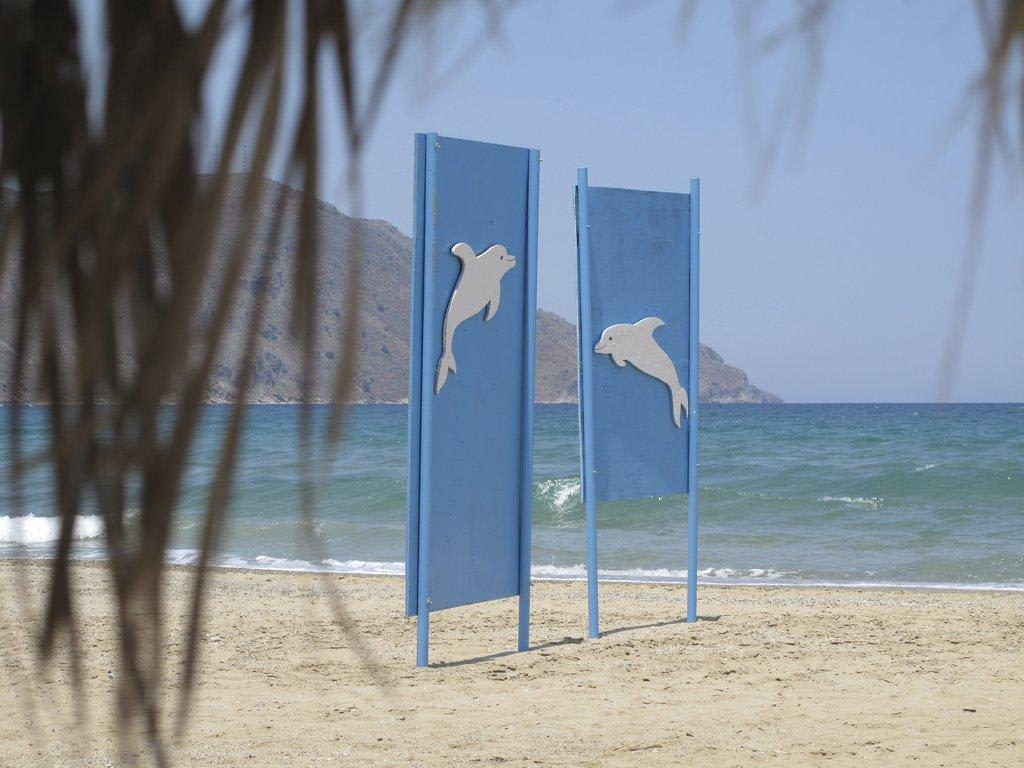 Bild die abgrenzung zum nachbarn zu blue boat beach bar for Gartengestaltung abgrenzung zum nachbarn