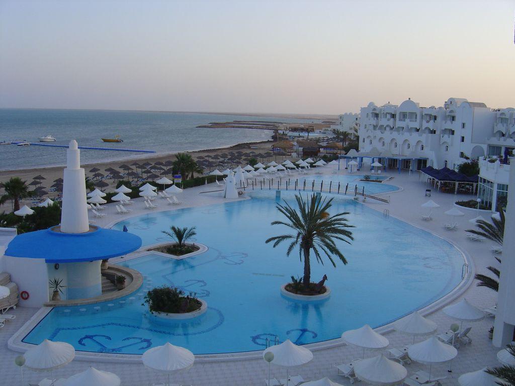 Bild blick aus dem hotelzimmer zu hotel bravo djerba in for Hotels djerba