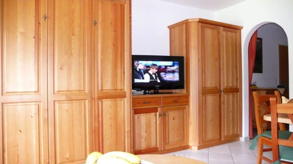 Grunes Wohnzimmer Mit Freundlichem Flair : Bild