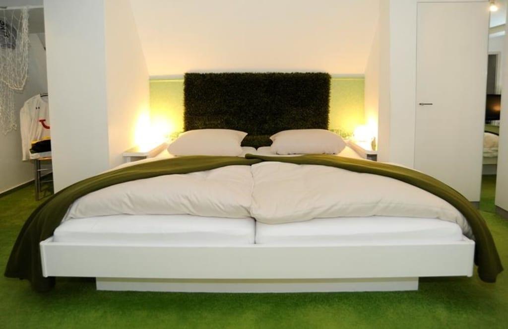 bild fu ball zimmer zu hotel viva creativo in hannover. Black Bedroom Furniture Sets. Home Design Ideas
