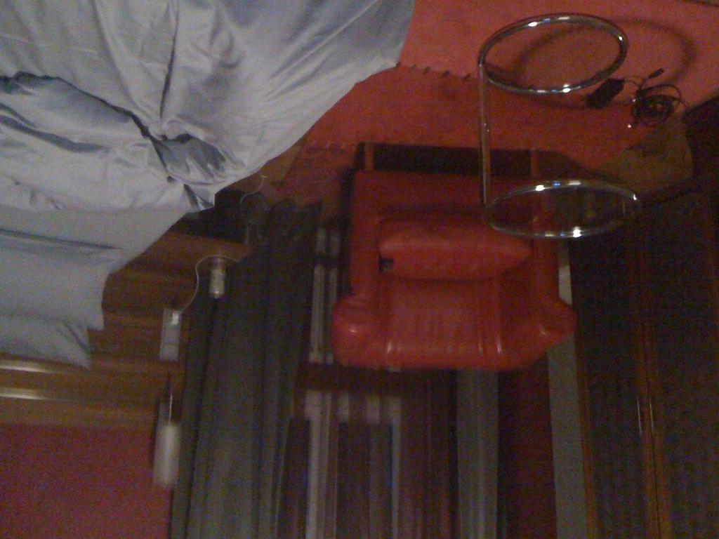 Bild roter ledersessel zu villa blum garni in waldenburg for Roter ledersessel