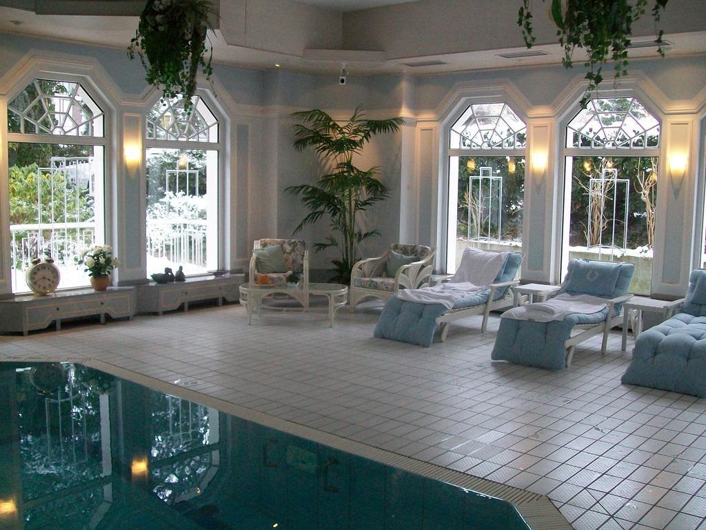 bild hallenbad zu hotel villa aurora in bad neuenahr ahrweiler. Black Bedroom Furniture Sets. Home Design Ideas