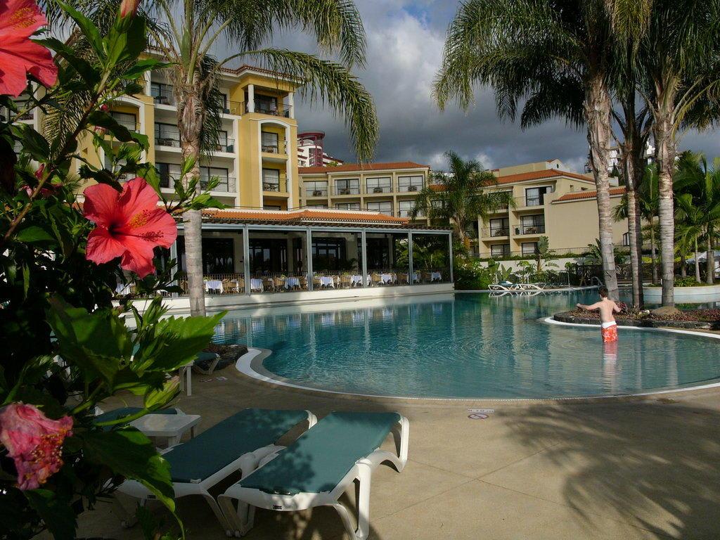 Poollandschaften Im Garten bild quot poollandschaften porto vila mar quot zu hotel mar portobay in funchal