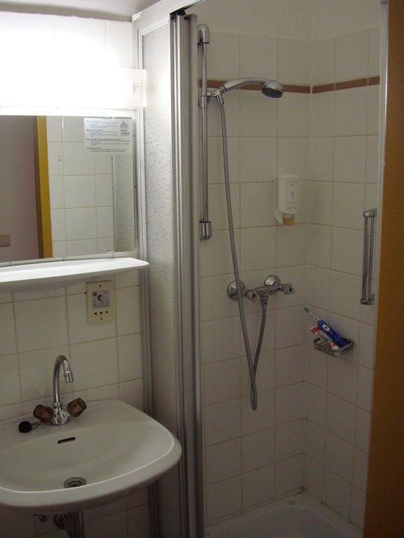 bild duschnische zu hotel kolbeck in wien. Black Bedroom Furniture Sets. Home Design Ideas