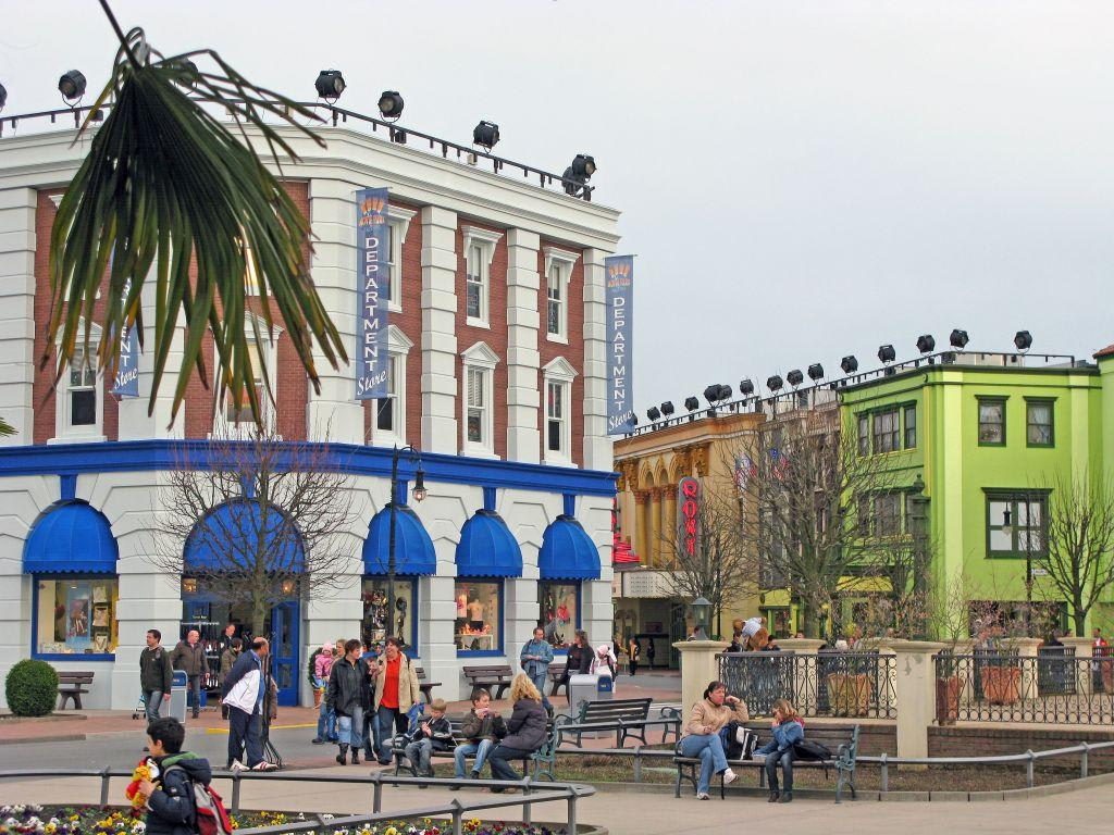 bild blick in richtung hollywood street zu movie park germany in bottrop. Black Bedroom Furniture Sets. Home Design Ideas