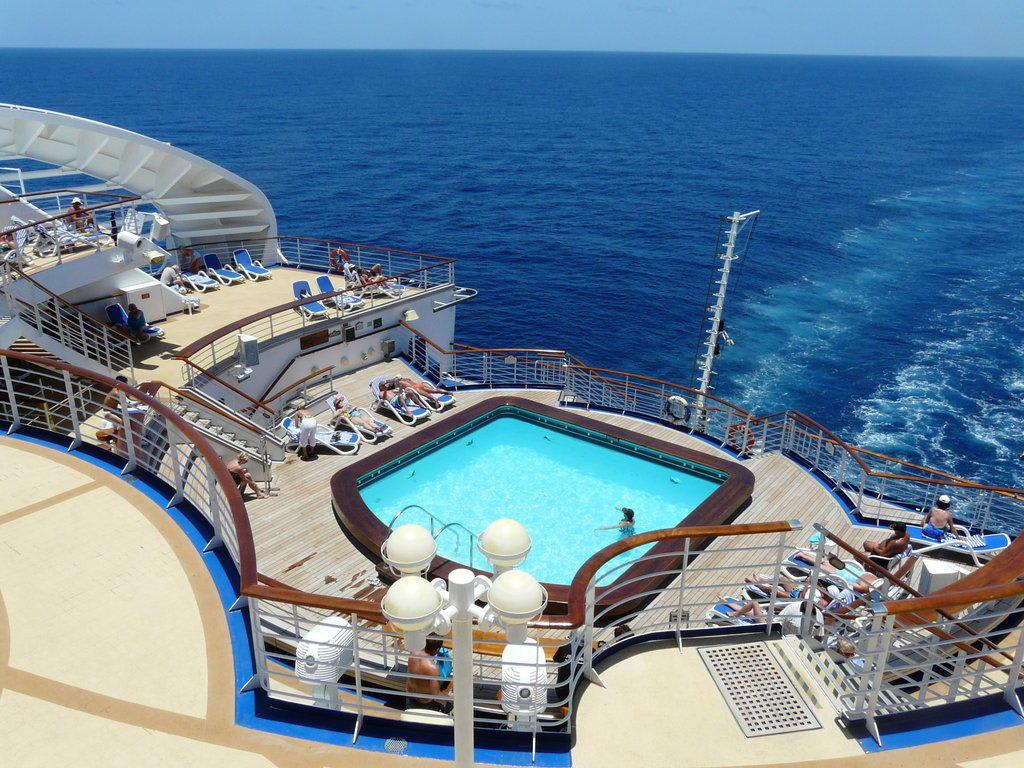 Grand Princess von Princess Cruises |Pool Terrace Grand Princess