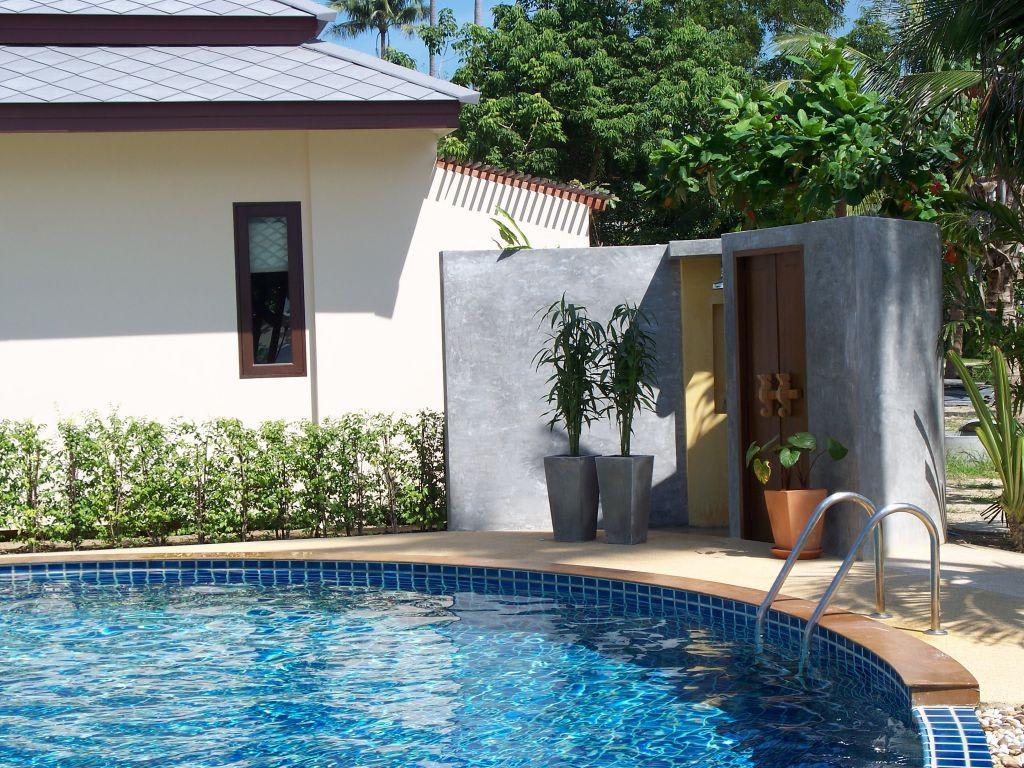Bild am pool dusche wc zu grand manita beach resort for Dusche fur pool