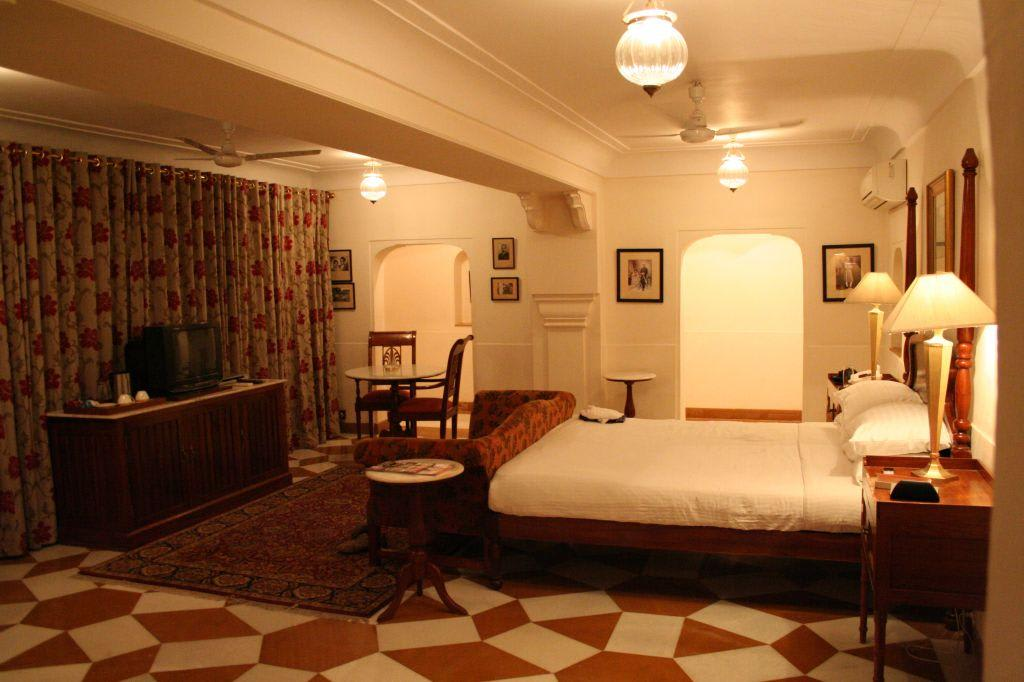 Bild zimmer im kolonialstil zu hotel samode haveli in jaipur for Indischer kolonialstil