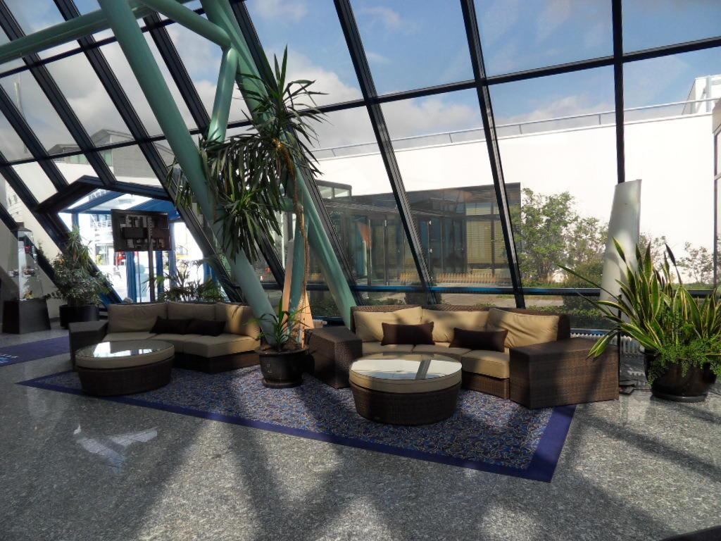bild lobbybereich zu hotel pyramide n rnberg f rth in. Black Bedroom Furniture Sets. Home Design Ideas