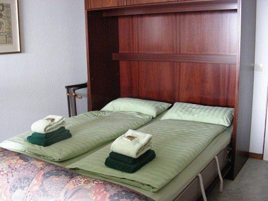 bild schrankbetten zu appartement b sumer hochhaus in b sum. Black Bedroom Furniture Sets. Home Design Ideas