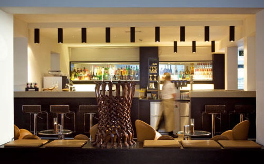 Bild hotelbar zu alpen karawanserai time design hotel in for Design hotels alpen