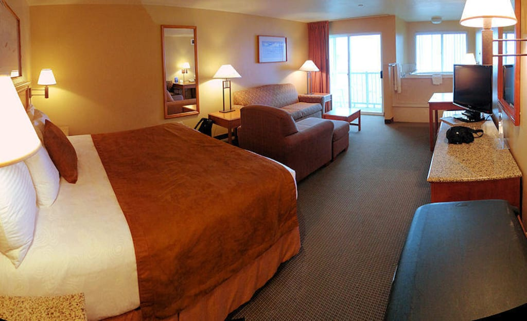 bild zimmer 1 king bett sofa bett whirlpool zu best western plus hotel beachfront inn in. Black Bedroom Furniture Sets. Home Design Ideas