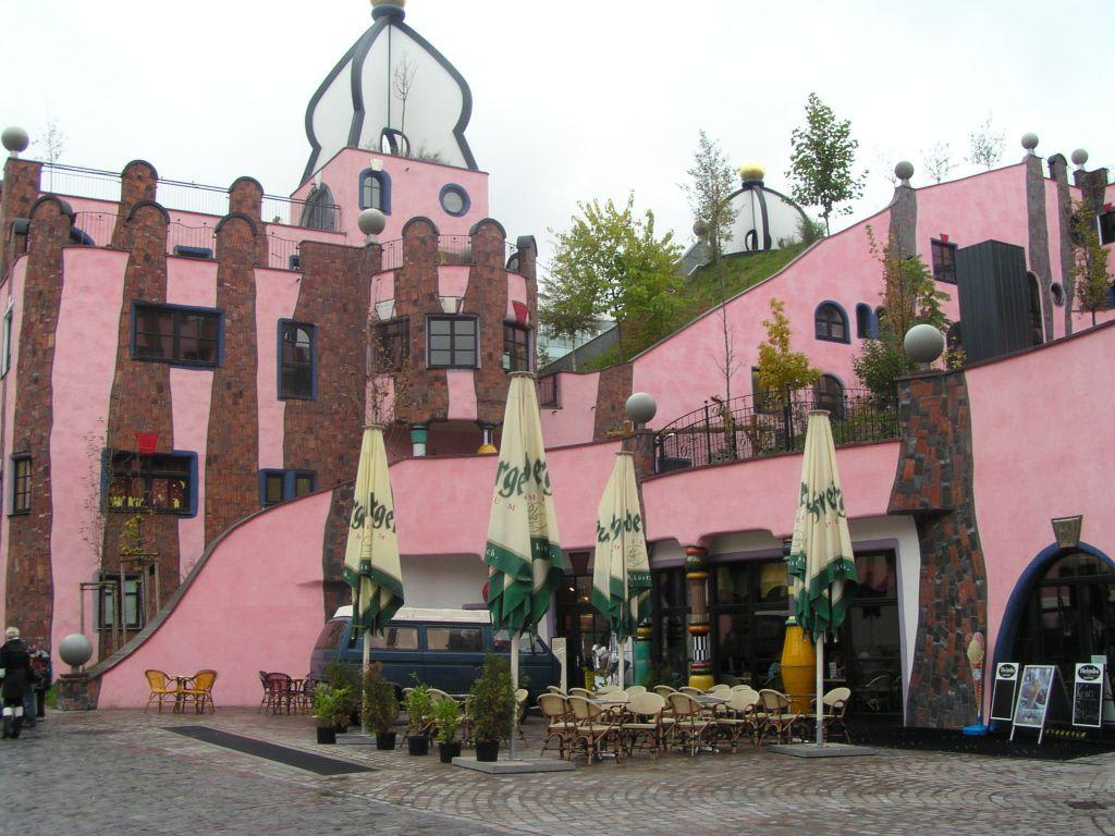 bild hundertwasserhaus in magdeburg zu hundertwasserhaus gr ne zitadelle magdeburg in magdeburg. Black Bedroom Furniture Sets. Home Design Ideas