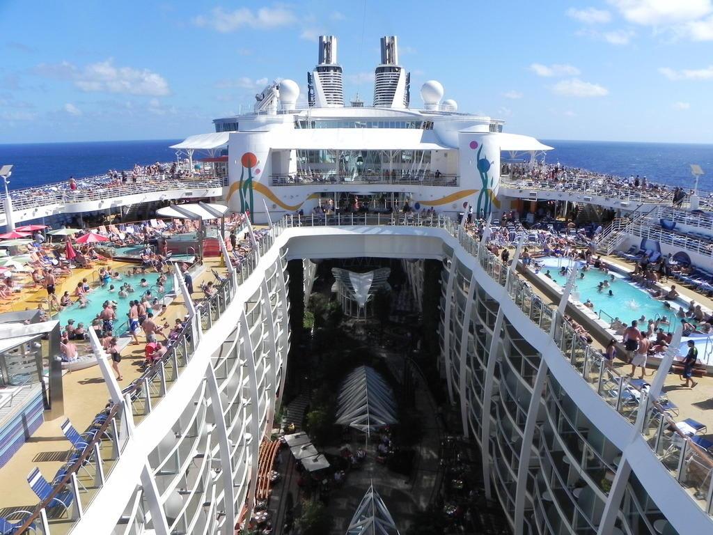 Bild Pools Zu Allure Of The Seas In