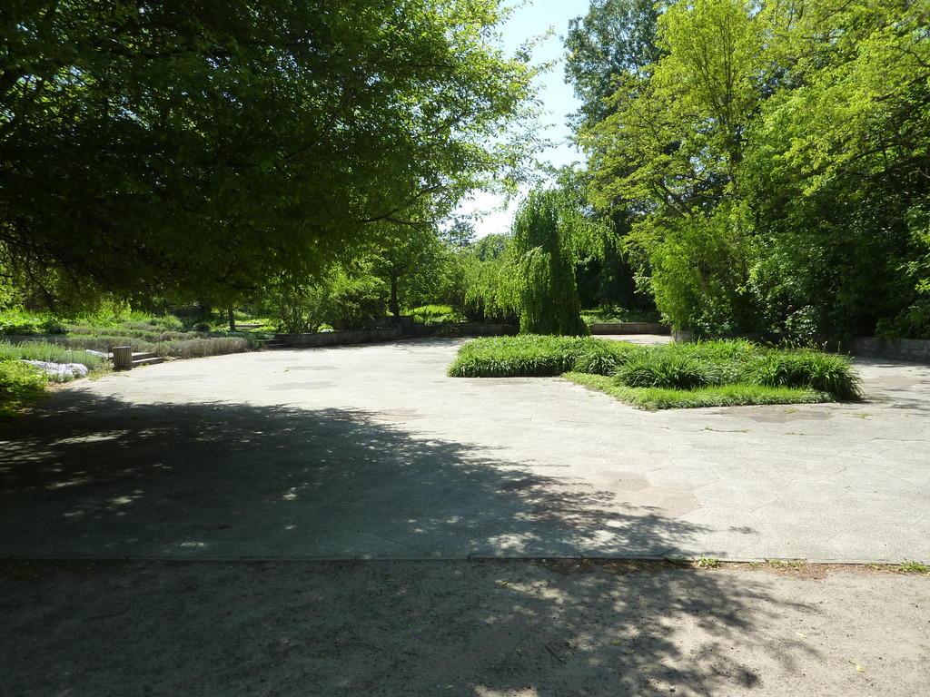 bild parkanlage zu tierpark friedrichsfelde in berlin lichtenberg. Black Bedroom Furniture Sets. Home Design Ideas
