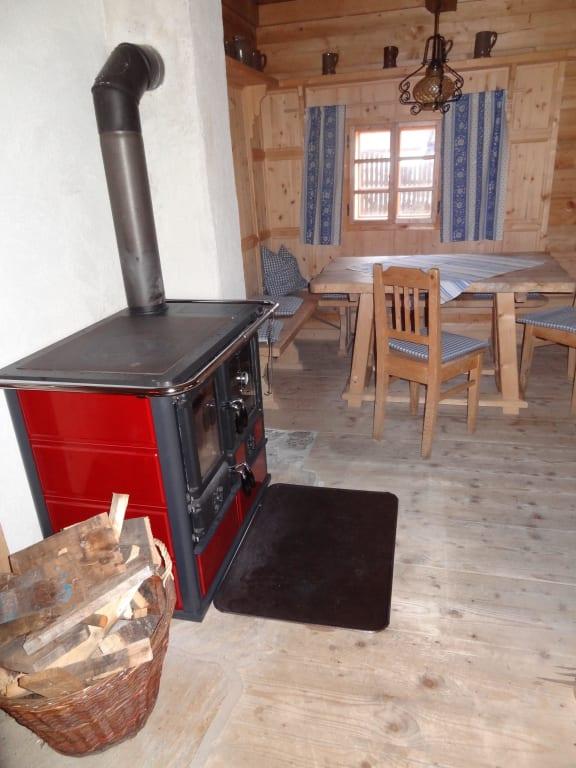 bild wohnzimmer mit holzofen backrohr zu h ttendorf camping im d rfl anno 1873 in irdning. Black Bedroom Furniture Sets. Home Design Ideas
