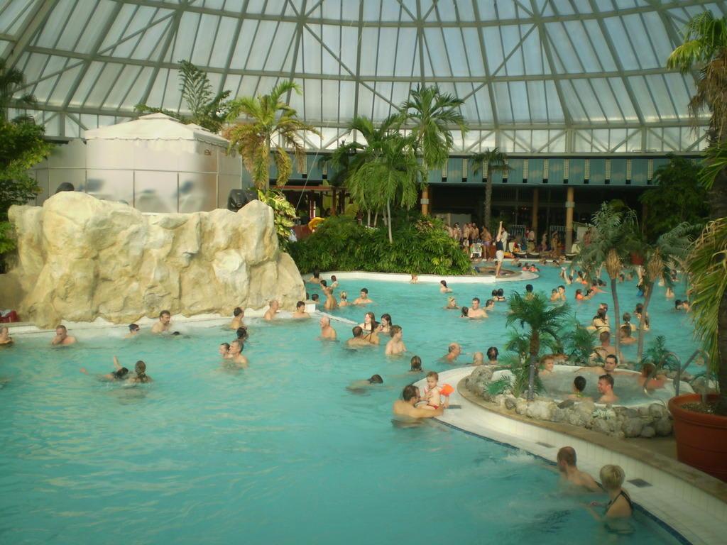 Bild pool in der vitaloase zu therme erding in erding - Bad homburg swimming pool ...