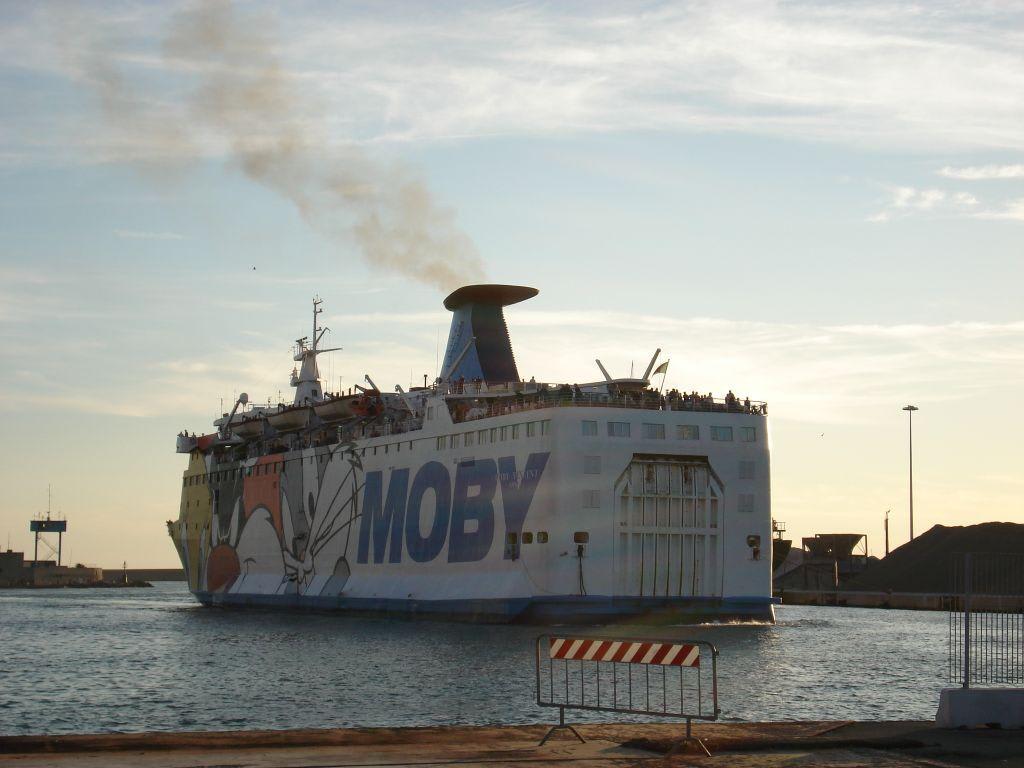 Bild Quot Einfahrt In Den Hafen Von Livorno Quot Zu Moby Vincent In