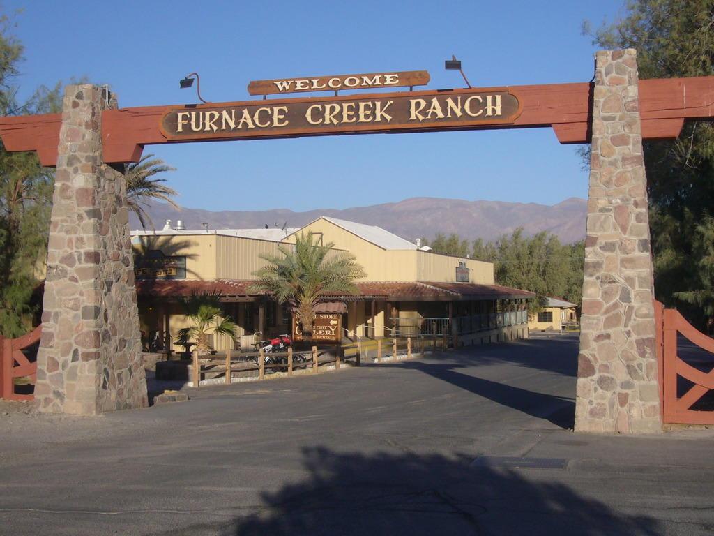 Bild Quot Einfahrt Zur Hotelanlage Quot Zu Hotel Furnace Creek