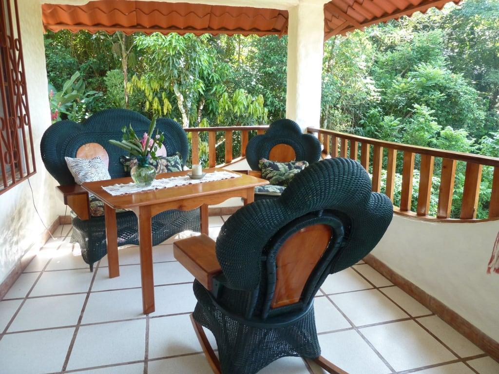 bild terrasse mit sitzgruppe zu villa kristina in manuel antonio. Black Bedroom Furniture Sets. Home Design Ideas