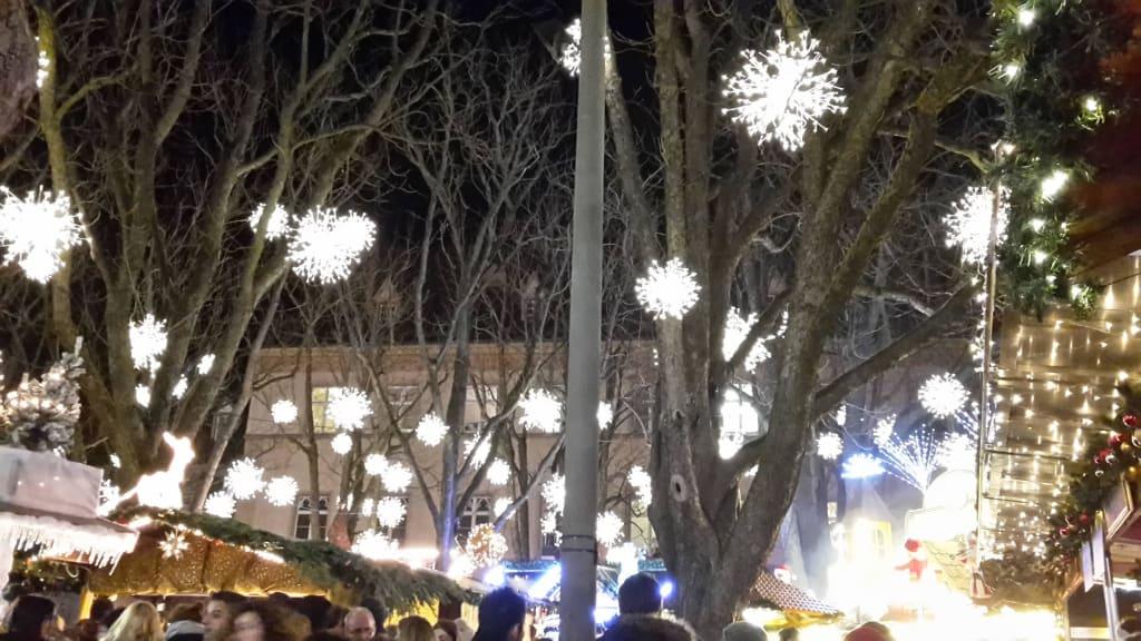 Bild Schöne Deko Zu Weihnachtsmarkt Basel In Basel