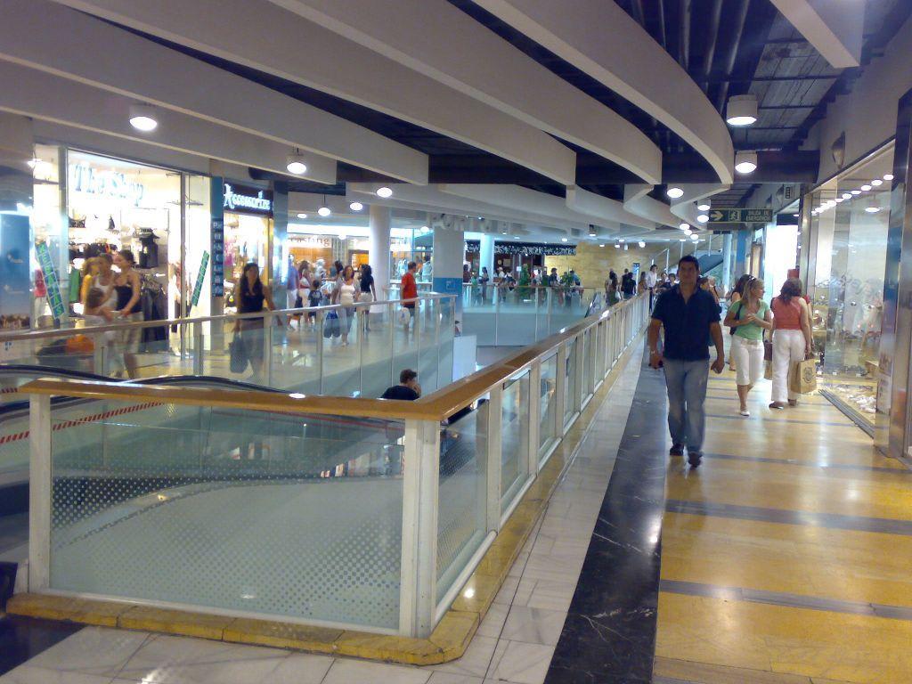 Porto pi einkaufszentrum mallorca centro comercial porto for Francisco peluqueros porto pi
