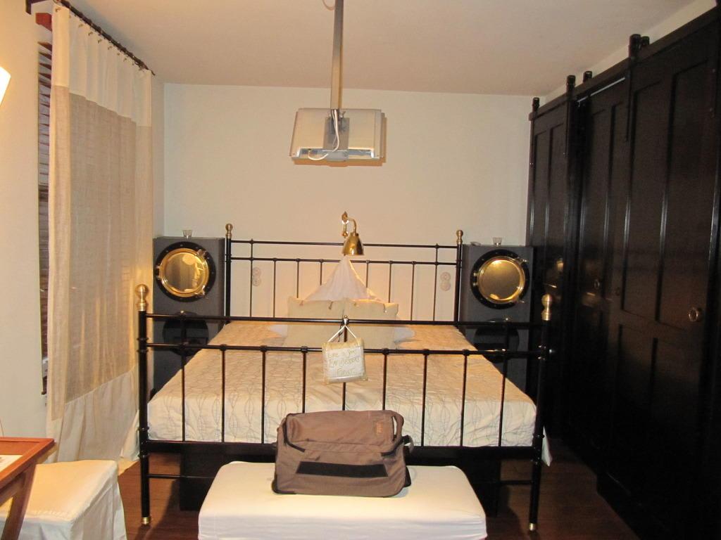 bild aussicht vom bad zu hotel der zauberlehrling in stuttgart. Black Bedroom Furniture Sets. Home Design Ideas