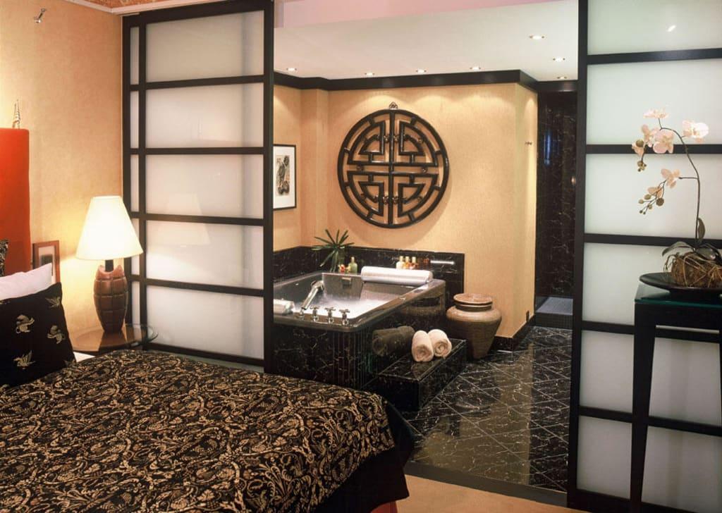 bild suite mit whirlpool zu hotel savoy in k ln. Black Bedroom Furniture Sets. Home Design Ideas