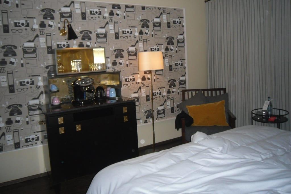 bild zimmer 50er jahre inneneinrichtung zu henri hotel. Black Bedroom Furniture Sets. Home Design Ideas
