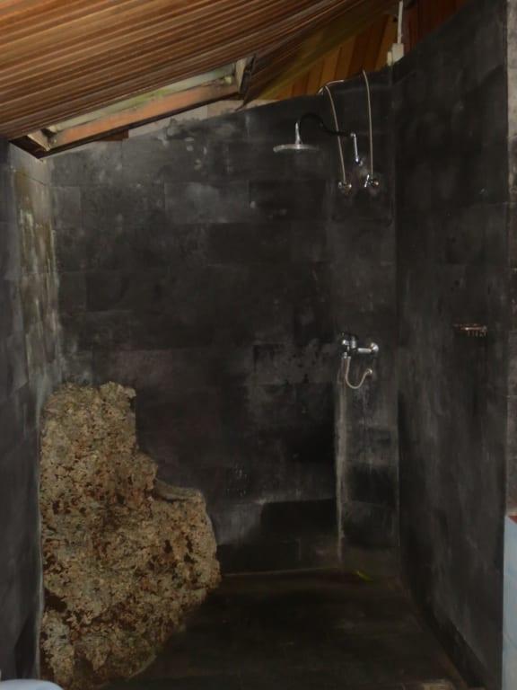 bild dusche mit naturstein zu bunaken island resort