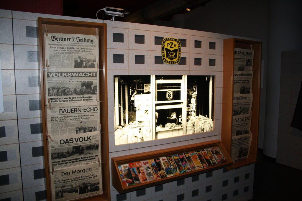 Bild Zeitungen Zu Ddr Museum Karl Liebknecht Str 1 In Berlin Mitte