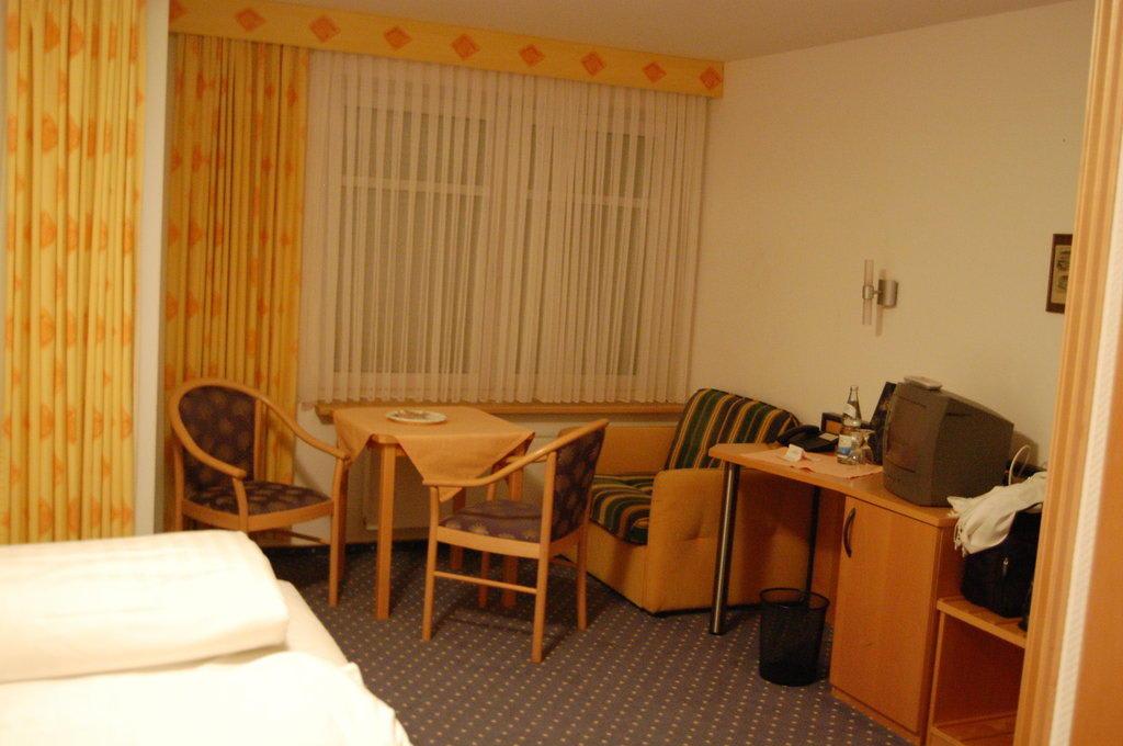 """Zimmer im """"Altbau"""" Bilder Zimmer Gasthof zum Biber"""