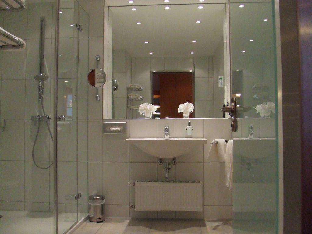 Bild sch ne badezimmer im la strada neubau zu grand la for Schoene badezimmer