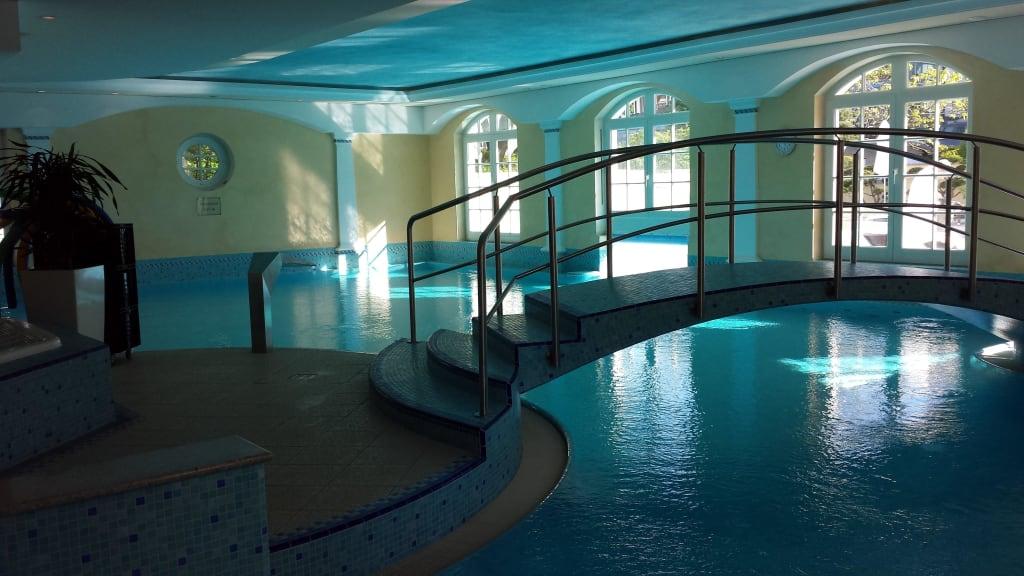 nice pool zu hotel travel charme kurhaus binz in binz auf r gen. Black Bedroom Furniture Sets. Home Design Ideas
