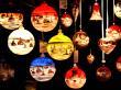 Bunte leuchtende Weihnachtskugeln