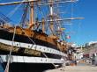 Schiff im Hafen Maó