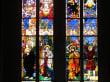 Schöne Glasfenster in Fribourg