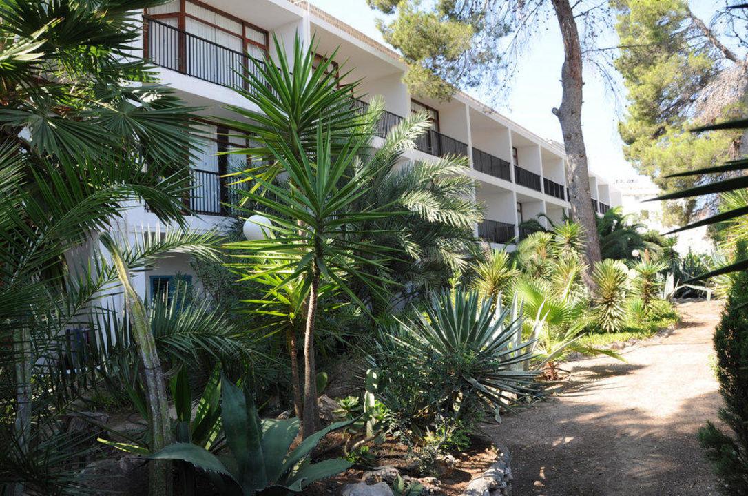 Gartenseite vor Hotel Osiris