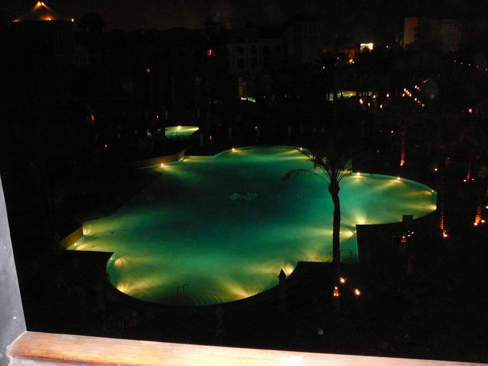 Pool bei Nacht Hotel Grand Resort