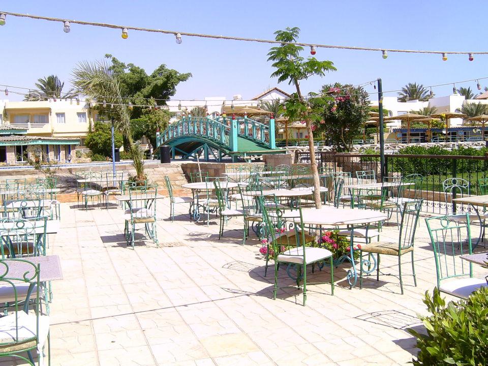 Hotel bei Nacht Movie Gate Golden Beach Hurghada