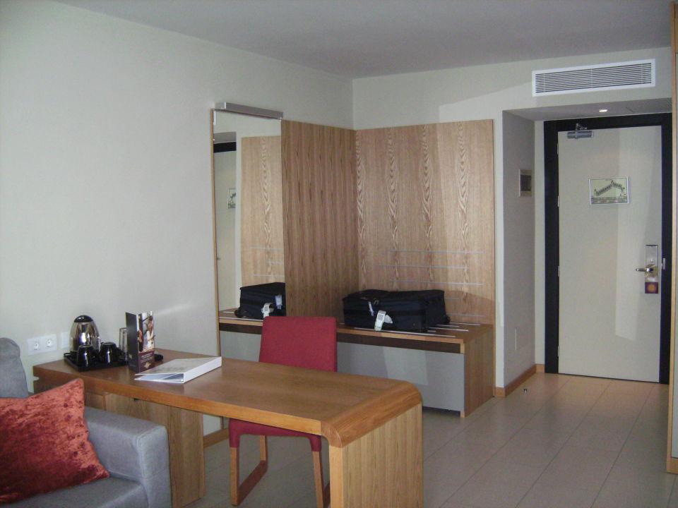 Schreibtisch, Kofferablage in Eingang Sensimar Calypso Resort & Spa