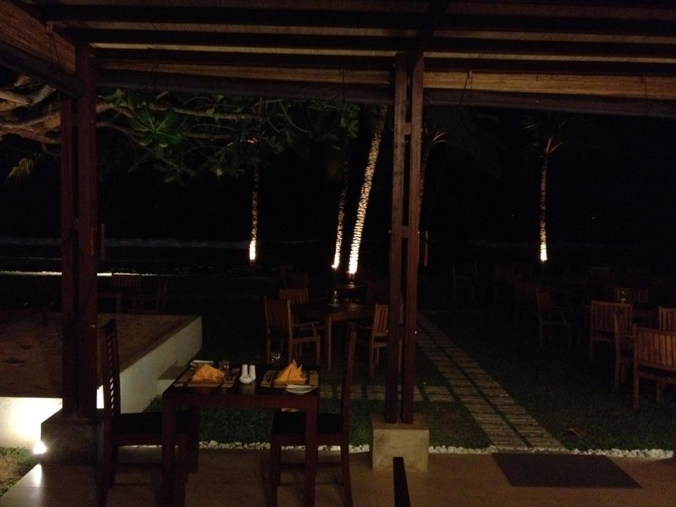 Restaurant bei Nacht Hotel Citrus Hikkaduwa