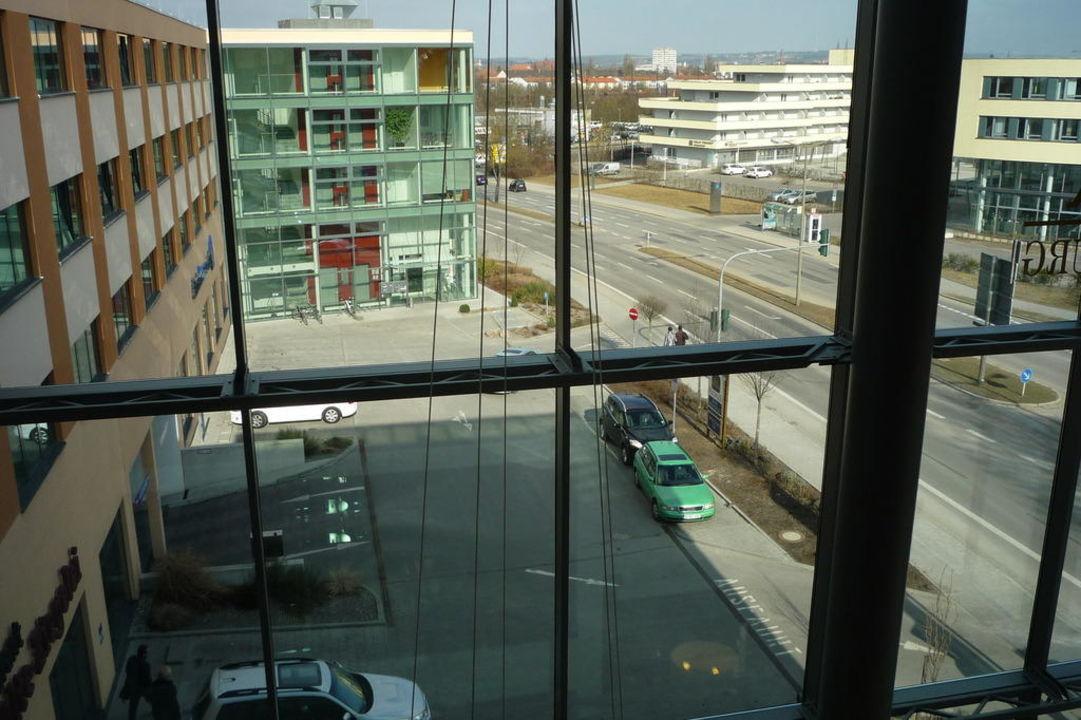Blick von innen auf den Eingangsbereich Best Western Premier Hotel Regensburg