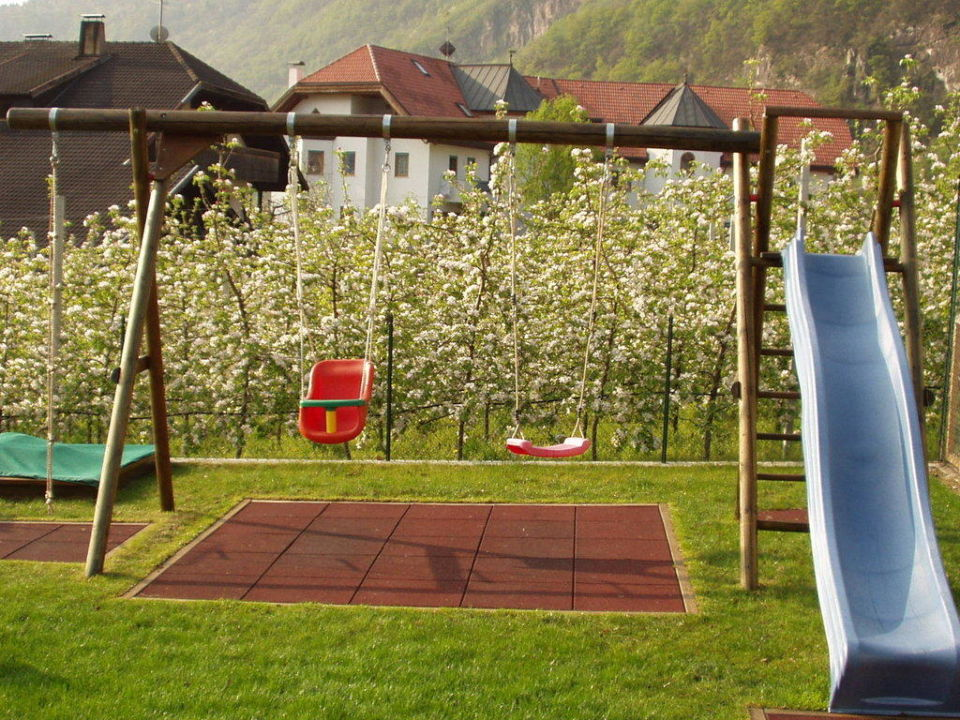 spielplatz und garten rosengartenhof andriano andrian. Black Bedroom Furniture Sets. Home Design Ideas