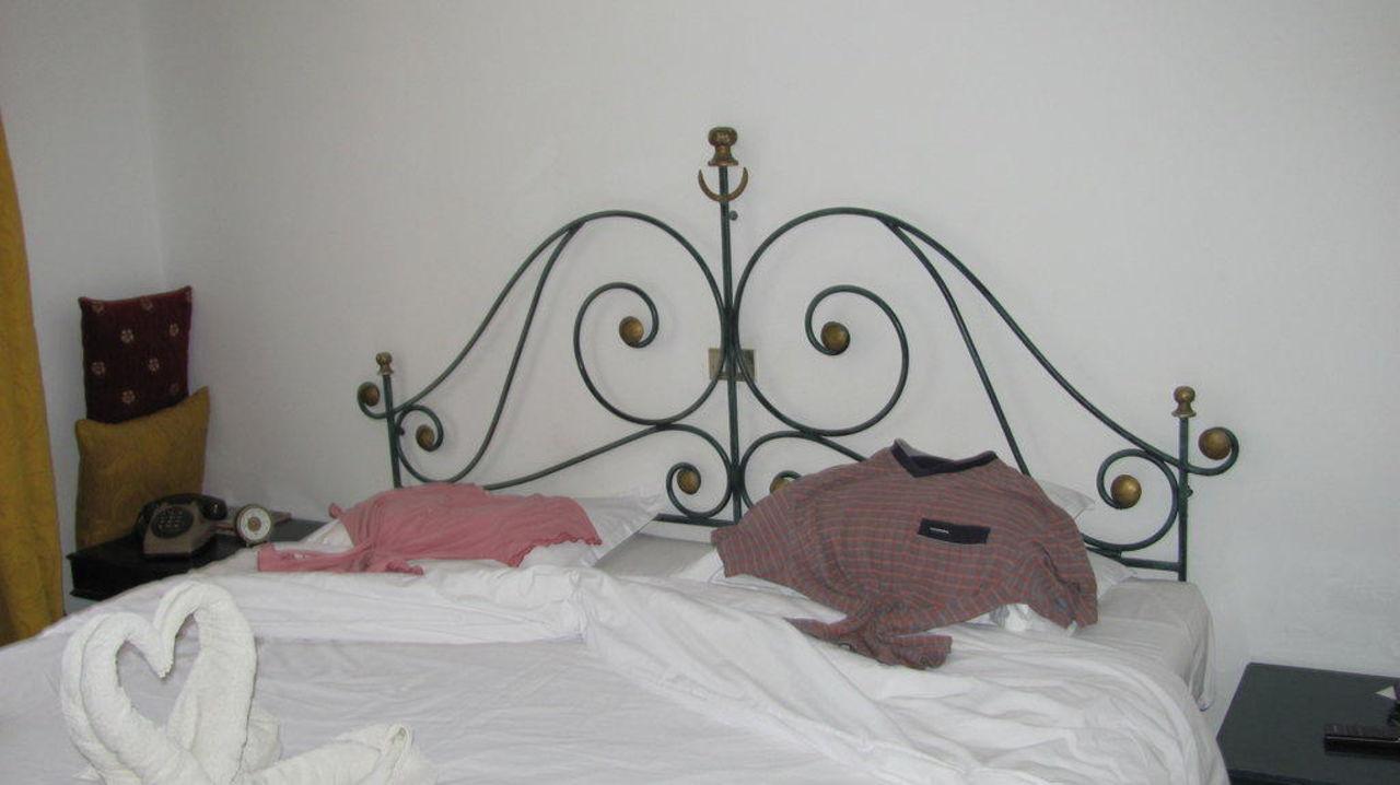 Zimmer großes Bett SunConnect Djerba Aqua Resort